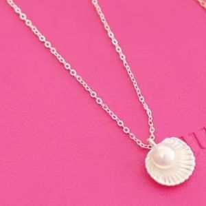 Jewelry - Silver Color Imitation Pearl Shell Shaped Pendant
